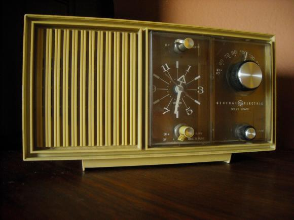 Vintage AM/FM radio General Electric