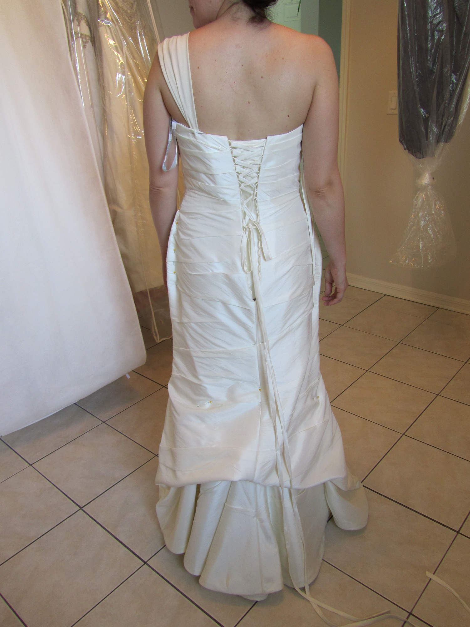 Loose on top adventures in dress fitting for Loose fitting wedding dresses